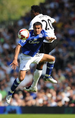 LONDON, ENGLAND - MAY 24:  Tim Cahill of Everton (front) jumps for the ball with Dickson Etuhu of Fulham during the Barclays Premier League match between Fulham and Everton at Craven Cottage on May 24, 2009 in London, England.  (Photo by Christopher Lee/G