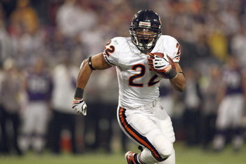 MINNEAPOLIS - NOVEMBER 30:  Matt Forte #22 of the Chicago Bears carries the ball during the game against the Minnesota Vikings at the Metrodome on November 30, 2008 in Minneapolis, Minnesota. (Photo by Jonathan Ferrey/Getty Images)