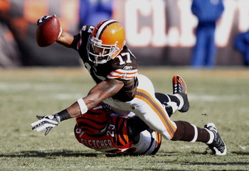 CLEVELAND - DECEMBER 21: Braylon Edwards #17 of the Cleveland Browns reaches for a first quarter first down over Jamar Fletcher #25 of the Cincinnati Bengals at Cleveland Browns Stadium December 21, 2008 in Cleveland, Ohio.  (Photo by Gregory Shamus/Getty