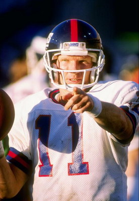 1989:  Quarterback Phil Simms of the New York Giants makes a point. Mandatory Credit: Mike Powell  /Allsport