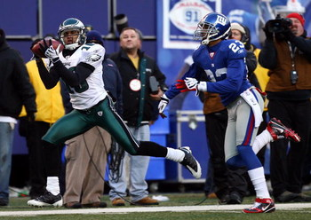 EAST RUTHERFORD, NJ - JANUARY 11:  DeSean Jackson #10 of the Philadelphia Eagles catches a pass in the fourth quarter against Corey Webster #23 of the New York Giants during the NFC Divisional Playoff Game on January 11, 2009 at Giants Stadium in East Rut