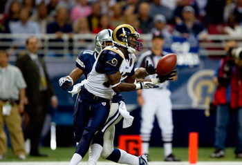 ST. LOUIS - OCTOBER 19:  Donnie Avery #17 of the St. Louis Rams looks to catch the ball against the Dallas Cowboys during their NFL game at Edward Jones Dome on October 19, 2008 in St. Louis, Missouri.  The Rams defeated the Cowboys 34-14.  (Photo by Dili