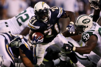 SAN DIEGO - SEPTEMBER 22:  Running back LaDainian Tomlinson #21 of the San Diego Chargers runs the ball while taking on the New York Jets on September 22, 2008 at Qualcomm Stadium in San Diego, California.  (Photo by Stephen Dunn/Getty Images)