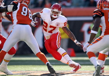 CINCINNATI - DECEMBER 28: Larry Johnson #27 of the Kansas City Chiefs runs with the ball against the Cincinnati Bengals during the NFL game on December 28, 2008 at Paul Brown Stadium in Cincinnati, Ohio. (Photo by Andy Lyons/Getty Images)