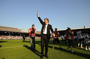 LONDON, ENGLAND - MAY 24:  Manager Roy Hodgson of Fulham applauds the fans as he does a lap of honour with his team during the Barclays Premier League match between Fulham and Everton at Craven Cottage on May 24, 2009 in London, England.  (Photo by Christ