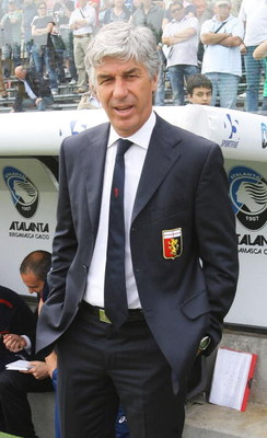 BERGAMO, ITALY - MAY 10:  Manager Gian Piero Gasperini of Genoa during the Serie A match between Atalanta and Genoa at the Stadio Azzurri D`Italia on May 10, 2009 in Bergamo, Italy. (Photo by New Press/Getty Images)