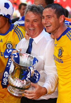 LONDON, ENGLAND - MAY 30:  Chelsea manager Guus Hiddink and winning goalscorer Frank Lampard  celebrate with the trophy after the FA Cup sponsored by E.ON Final match between Chelsea and Everton at Wembley Stadium on May 30, 2009 in London, England.  (Pho