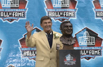 CANTON, OH - AUGUST 3:  Pro Football Hall of Fame inductee Hank Stram waves after being presented with his bust during the 2003 NFL Hall of Fame Induction ceremony on August 3, 2003 in Canton, Ohio.  (Photo by David Maxwell/Getty Images)