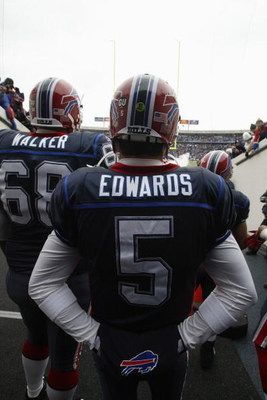 ORCHARD PARK, NY - DECEMBER 28:  Trent Edwards #5 of the Buffalo Bills waits to walk on the field before the game against the New England Patriots on December 28, 2008 at Ralph Wilson Stadium in Orchard Park, New York. (Photo by Rick Stewart/Getty Images)