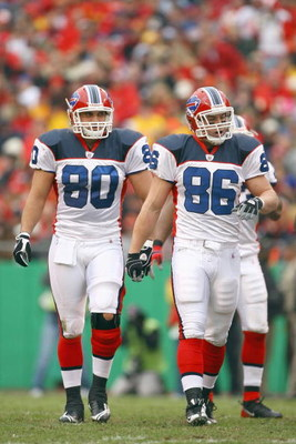 KANSAS CITY, MO - NOVEMBER 23:  Derek Schouman #80 and Derek Fine #86 of the Buffalo Bills walk on the field during the game against the Kansas City Chiefs on November 23, 2008 at Arrowhead Stadium in Kansas City, Missouri. (Photo by Jamie Squire/Getty Im
