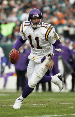 PHILADELPHIA - JANUARY 16:  Quarterback Daunte Culpepper #11 of the Minnesota Vikings rolls out to score a touchdown against the Philadelphia Eagles in an NFC divisional playoff game at Lincoln Financial Field on January 16, 2005 in Philadelphia, Pennsylv