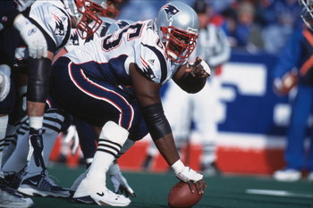 16 Dec 2001:  Center Damien Woody #65 of the New England Patriots gets ready to hike the ball during the game against the Buffalo Bills at the Ralph Wilson Stadium in Orchard Park, New York. The Patriots defeated the Bills 12-9.Mandatory Credit: Rick Stew