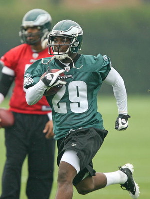 PHILADELPHIA - MAY 1: Running back LeSean McCoy #29 of the Philadelphia Eagles runs the ball during minicamp practice at the NovaCare Complex on May 1, 2009 in Philadelphia, Pennsylvania. (Photo by Hunter Martin/Getty Images)