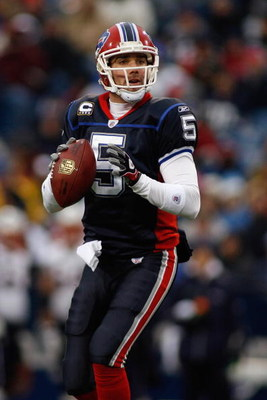 ORCHARD PARK, NY - DECEMBER 28:  Trent Edwards #5 of the Buffalo Bills looks for a receiver during the game against the New England Patriots on December 28, 2008 at Ralph Wilson Stadium in Orchard Park, New York. (Photo by Rick Stewart/Getty Images)