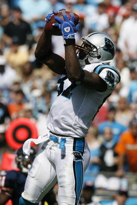 CHARLOTTE, NC - SEPTEMBER 14:  Muhsin Muhammad #87 of the Carolina Panthers makes a catch against the Chicago Bears during the game at Bank of America Stadium on September 14, 2008 in Charlotte, North Carolina. (Photo by Kevin C. Cox/Getty Images)