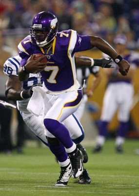 MINNEAPOLIS - SEPTEMBER 14:  Quarterback Tavaris Jackson #7 of the Minnesota Vikings carries the ball during the game against the Indianapolis Colts at the Metrodome on September 14, 2008 in Minneapolis, Minnesota. The Colts defeated the Vikings 18-15.  (