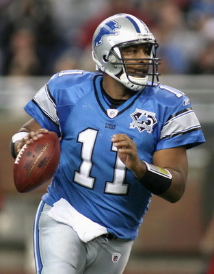 DETROIT - NOVEMBER 23:  Quarterback Daunte Culpepper #11 of the Detroit Lions drops back to pass during the NFL game against the Tampa Bay Buccaneers at Ford Field on November 23, 2008 in Detroit, Michigan.  The Buccaneers defeated the Lions 38-20.  (Phot