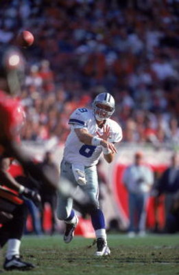 3 Dec 2000:  Troy Aikman #8 of the Dallas Cowboys throws the ball during the game against the Tampa Bay Buccaneers at the Raymond James Stadium in Tampa, Florida. The Buccaneers defeated the Cowboys 27-7.Mandatory Credit: Andy Lyons  /Allsport