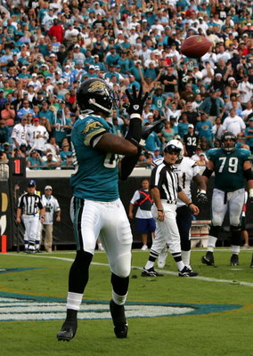 JACKSONVILLE, FL - NOVEMBER 18:  Mercedes Lewis #89 of the Jacksonville Jaguars catches a pass for a touchdown against the San Diego Chargers at Jacksonville Municipal Stadium on November 18, 2007 in Jacksonville, Florida.  (Photo by Sam Greenwood/Getty I