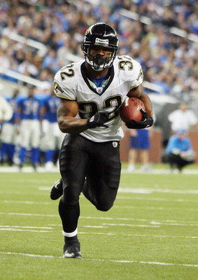 DETROIT - NOVEMBER 09: Maurice Jones-Drew #32 of the Jacksonville Jaguars runs the ball against the Detroit Lions on November 9, 2008 at Ford Field in Detroit, Michigan. Jacksonville defeated Detroit 38-14. (Photo by Jim McIsaac/Getty Images)