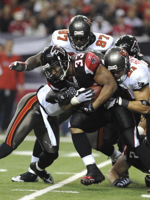 ATLANTA - DECEMBER 14: Running back Michael Turner #33 of the Atlanta Falcons rushes upfield against the Tampa Bay Buccaneers  at the Georgia Dome on December 14, 2008 in Atlanta, Georgia.  (Photo by Al Messerschmidt/Getty Images)