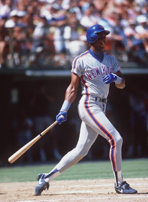 1989:  Outfielder Darryl Strawberry of the New York Mets makes contact with a pitch during the Mets versus San Francisco Giants game at Candlestick Park in San Francisco, California.  Mandatory Credit: Stephen Dunn/ALLSPORT