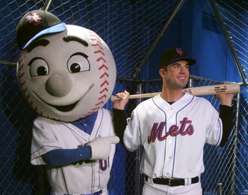 NEW YORK - APRIL 04:  Mr. Met poses points to the new wax figure of New York Mets' pitcher David Wright at Madame Tussauds in Times Square on April 4, 2007 in New York City.  (Photo by Peter Kramer/Getty Images)