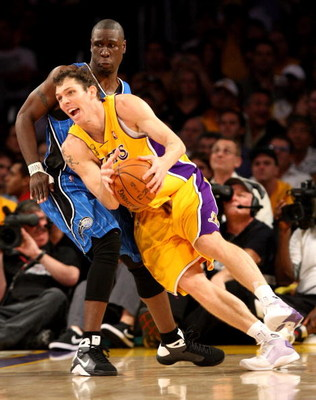 LOS ANGELES, CA - JUNE 04:  Luke Walton #4 of the Los Angeles Lakers drives against Mickael Pietrus #20 of the Orlando Magic in Game One of the 2009 NBA Finals at Staples Center on June 4, 2009 in Los Angeles, California. NOTE TO USER: User expressly ackn