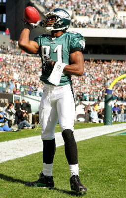 PHILADELPHIA - OCTOBER 23:  Terrell Owens #81 of the Philadelphia Eagles celebrates after he caught a touchdown pass against the San Diego Chargers on October 23, 2005 at Lincoln Financial Field in Philadelphia, Pennsylvania.  (Photo by Ezra Shaw/Getty Im