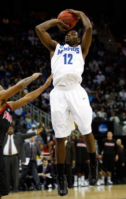 KANSAS CITY, MO - MARCH 19:  Tyreke Evans #12 of the Memphis Tigers shoots the jump shot against the CSUN Matadors during the first round of the NCAA Division I Men's Basketball Tournament at the Sprint Center on March 19, 2009 in Kansas City, Missouri.