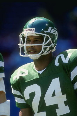 1989:  Running back Freeman McNeil of the New York Jets in action during a game against the Cleveland Browns at Cleveland Stadium in Cleveland, Ohio.  The Browns won the game 38-24. Mandatory Credit: Rick Stewart  /Allsport