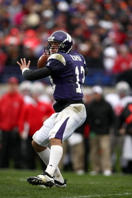 EVANSTON, IL - NOVEMBER 08:  Quarterback Mike Kafka #13 of the Northwestern Wildcats passes against of the Ohio State Buckeyes at Ryan Stadium on November 8, 2008 in Evanston, Illinois  (Photo by Jonathan Ferrey/Getty Images)