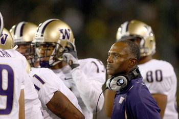 EUGENE, OR - AUGUST 30:  Head coach Tyrone Willingham of the Washington Huskies watches the action with his players during the game against the Oregon Ducks at Autzen Stadium on August 30, 2008 in Eugene, Oregon. (Photo by Jonathan Ferrey/Getty Images)