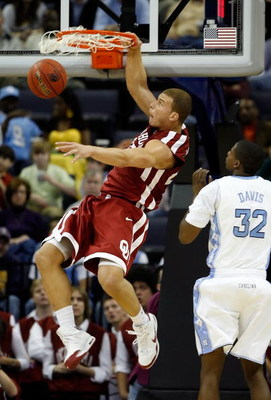 MEMPHIS, TN - MARCH 29:  Blake Griffin #23 of the Oklahoma Sooners dunks the ball over Ed Davis #32 of the North Carolina Tar Heels in the second half during the NCAA Men's Basketball Tournament South Regional Final at the FedExForum on March 29, 2009 in