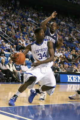 LEXINGTON, KY - NOVEMBER 24:  DeAndre Liggins #34 of the Kentucky Wildcats drives the ball during the game against the Longwood Lancers on November 24, 2008 at Rupp Arena in Lexington, Kentucky.  (Photo by Andy Lyons/Getty Images)