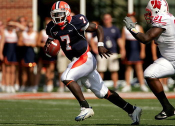 CHAMPAIGN, IL - OCTOBER 06:  Juice Williams #7 of the Illinois Fighting Illini is chased out of the pocket by Jason Chapman #91 of the Wisconsin Badgers October 6, 2007 at Memorial Stadium in Champaign, Illinois.  (Photo by Matthew Stockman/Getty Images)
