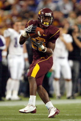 MINNEAPOLIS - NOVEMBER 01:  DeLeon Eskridge #23 of the Minnesota Golden Gophers makes a catch against the Northwestern Wildcats during the third quarter at the Hubert H.Humphrey Metrodome on November 1, 2008 in Minneapolis, Minnesota.  (Photo by Harry How