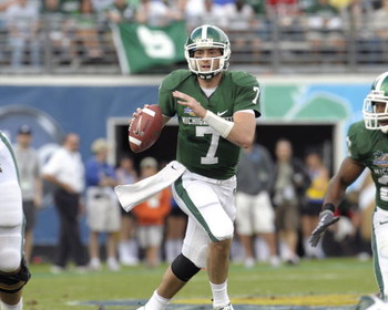 ORLANDO, FL - JANUARY 1: Quarterback Brian Hoyer #7 of the Michigan State Spartans sets to pass against the Georgia Bulldogs at the 2009 Capital One Bowl at the Citrus Bowl on January 1, 2009 in Orlando, Florida.  (Photo by Al Messerschmidt/Getty Images)
