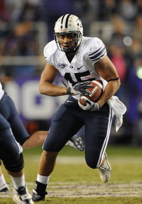 FORT WORTH, TX - OCTOBER 16:  Running back Harvey Unga #45 of the BYU Cougars runs against the TCU Horned Frogs at Amon G. Carter Stadium on October 16, 2008 in Fort Worth, Texas.  (Photo by Ronald Martinez/Getty Images)