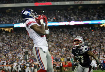 GLENDALE, AZ - FEBRUARY 03:  Wide receiver Plaxico Burress #17 of the New York Giants catches a 13-yard touchdown pass in the fourth quarter over Ellis Hobbs #27 of the New England Patriots during Super Bowl XLII on February 3, 2008 at the University of P