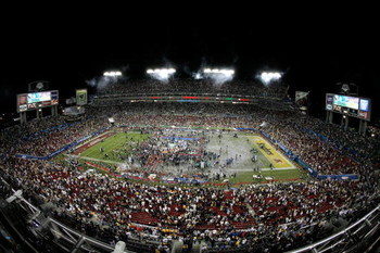 TAMPA, FL - FEBRUARY 01:  A general view of the field as the Pittsburgh Steelers celebrate after beating the Arizona Cardinals 27-23 during Super Bowl XLIII on February 1, 2009 at Raymond James Stadium in Tampa, Florida.  (Photo by Doug Benc/Getty Images)