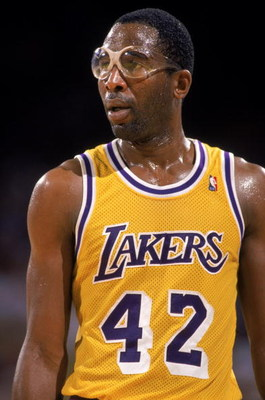 LOS ANGELES - 1989:  James Worthy #42 of the Los Angeles Lakers stands on the court during an NBA game at the Great Western Forum in Los Angeles, California in 1989. (Photo by: Mike Powell/Getty Images)