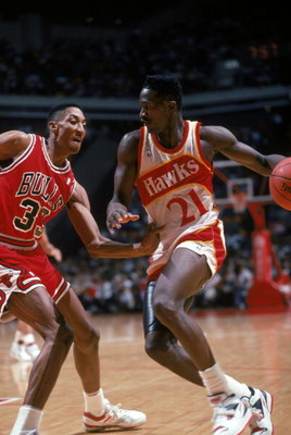 ATLANTA - 1989:  Dominique Wilkins #21 of the Atlanta Hawks drives against Scottie Pippen #33 of the Chicago Bull during a 1989 NBA season game at Philips Arena in Atlanta, Georgia.  (Photo by Scott Cunningham/Getty Images)
