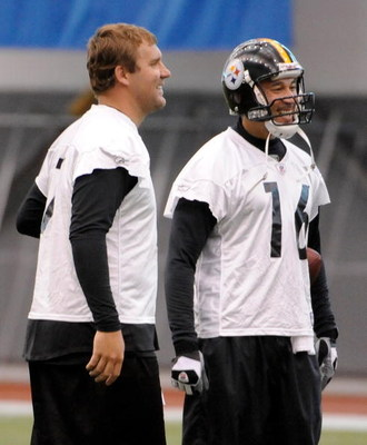 PITTSBURGH - MAY 01:  Ben Roethlisberger #7 of the Pittsburgh Steelers jokes with Charlie Batch #16 during rookie training at the Pittsburgh Steelers Practice Facility on May 1, 2009 in Pittsburgh, Pennsylvania.  (Photo by Joe Sargent/Getty Images)