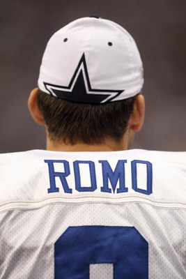 IRVING, TX - DECEMBER 14: Quarterback Tony Romo #9 of the Dallas Cowboys looks on against the New York Giants at Texas Stadium on December 14, 2008 in Irving, Texas. (Photo by Ronald Martinez/Getty Images)