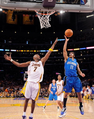 LOS ANGELES, CA - JUNE 07:  Courtney Lee #11 of the Orlando Magic shoots over Lamar Odom #7 of the Los Angeles Lakers in Game Two of the 2009 NBA Finals at Staples Center on June 7, 2009 in Los Angeles, California. NOTE TO USER: User expressly acknowledge