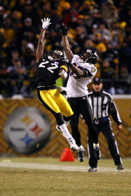 PITTSBURGH - JANUARY 18:  William Gay #22 of the Pittsburgh Steelers defends on a pass play against Derrick Mason #85 of the Baltimore Ravens during the AFC Championship game on January 18, 2009 at Heinz Field in Pittsburgh, Pennsylvania.  (Photo by Al Be