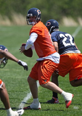 LAKE FOREST, IL - MAY 20: Jay Cutler #6 of the Chicago Bears participates during an organized team activity (OTA) practice on May 20, 2009 at Halas Hall in Lake Forest, Illinois. (Photo by Jonathan Daniel/Getty Images)