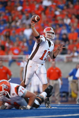 BOISE , ID - SEPTEMBER 13:  Quarterback Tyler Sheehan #13 of the Bowling Green Falcons throws the ball against the Boise State Broncos at Bronco Stadium on September 13, 2008 in Boise, Idaho.  (Photo by Jonathan Ferrey/Getty Images)