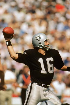 1984:  Quarterback Jim Plunkett #16 of the L.A. Raiders passes the ball. (Photo by Tony Duffy/Getty Images)